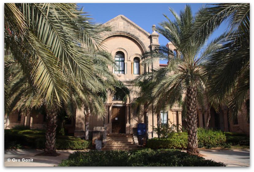 מנזר זווארא - סיורים בחיפה - בתים מבפנים - באוהאוס