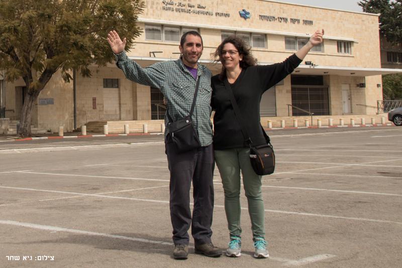 שנינו בסיום השביל - תחנת רכבת מרכז השמונה - שביל חיפה - טרק - טיול בחיפה
