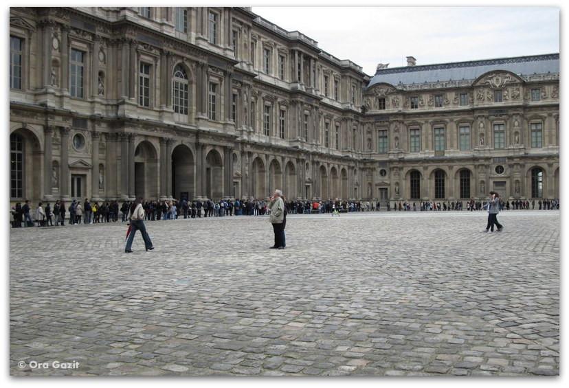 תור בכניסה, הלובר, פריז