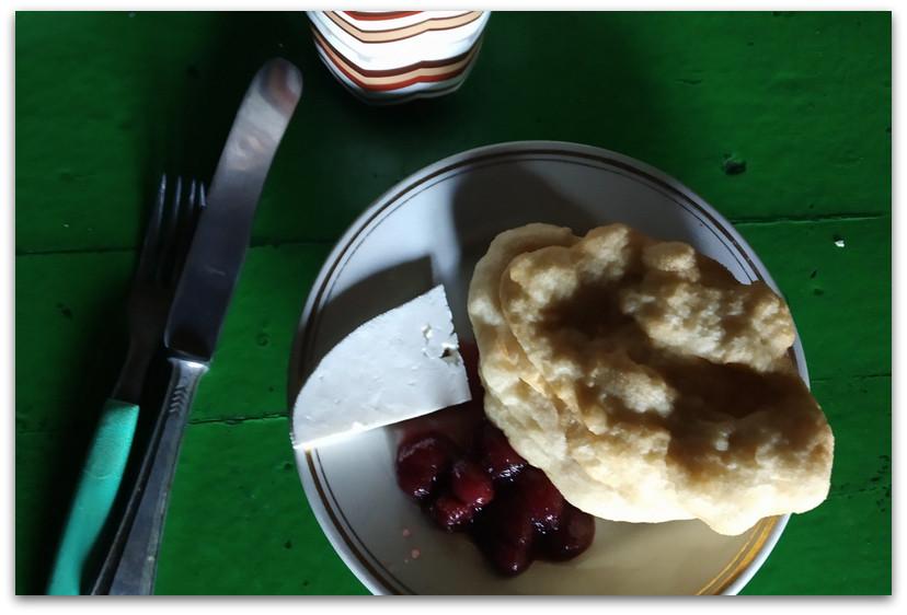 ארוחת בוקר - שבעת האגמים - טרק הרי רילה בולגריה - יומן מסע