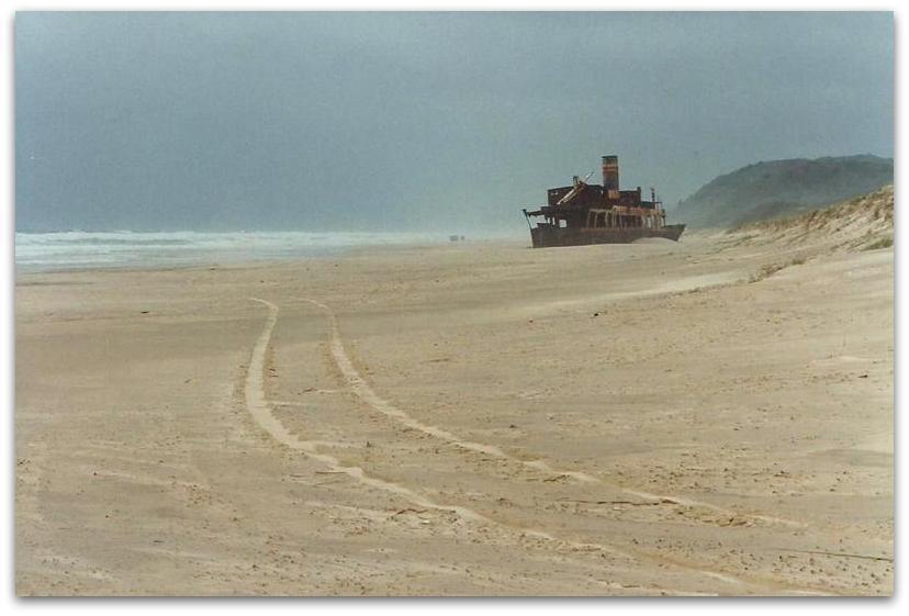 חוף ים ואוניה - טרק - טיול לאוסטרליה