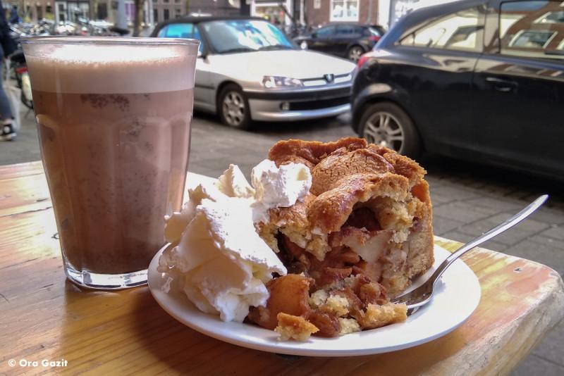 שוקו ועוגת תפוחים - בתי קפה - אמסטרדם המלצות - אמסטרדם בחורף