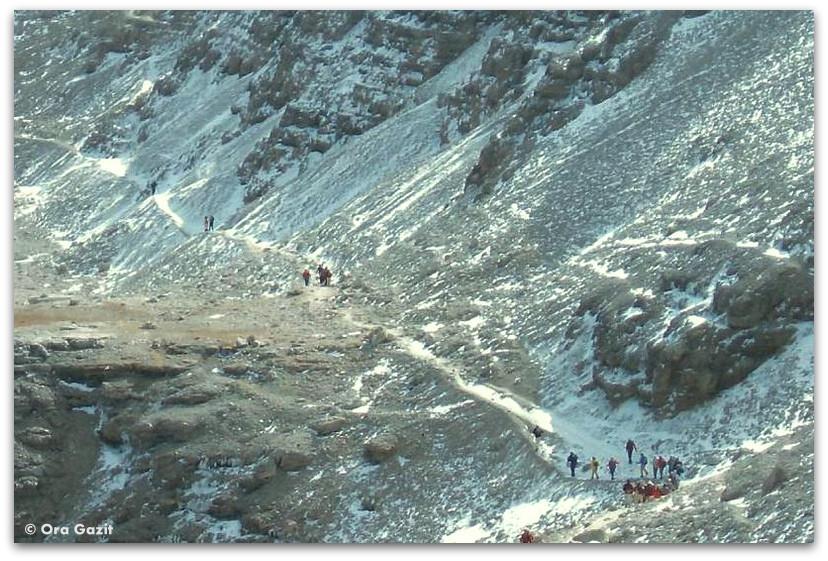 אנשים עולים להר, דולומיטים, איטליה