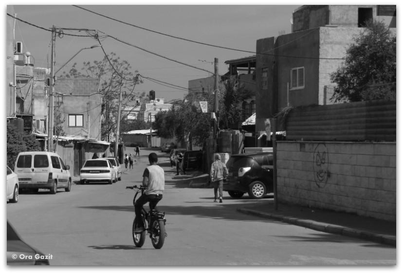 ילד על אופניים - ג'סר א זרקא