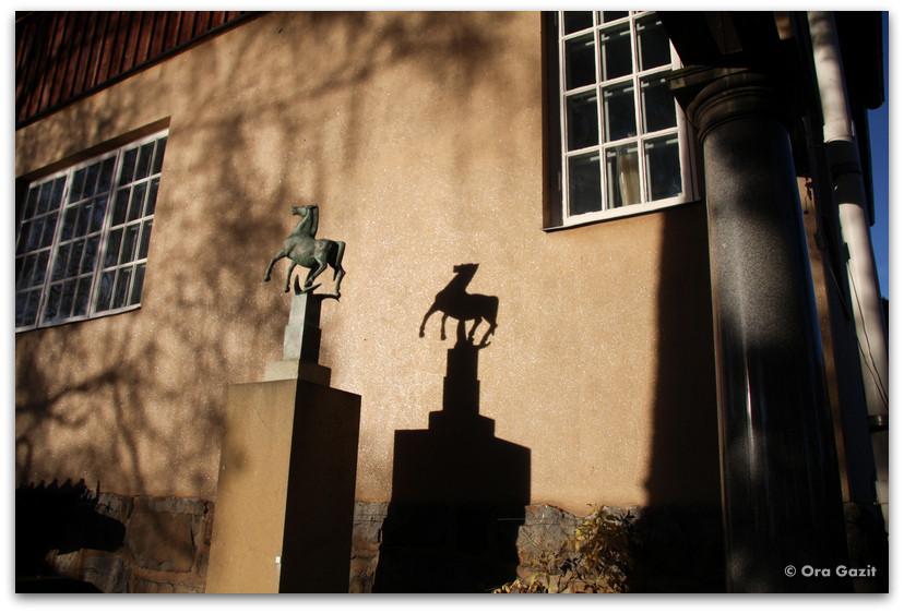 פסל של סוס - בית מילס - שטוקהולם