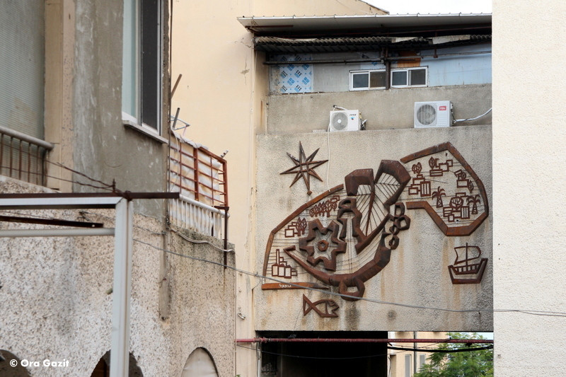 תעשיה וחקלאות - תבליט מתכת - אמנות רחוב - אטרקציות בחיפה