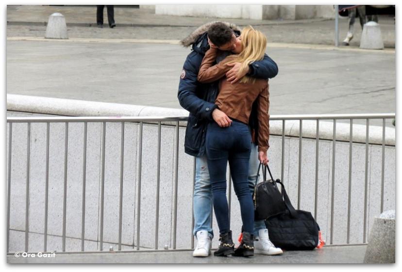זוג מתנשק - תמונות מספרות סיפור – טיפים לצילום – איך לצלם טוב