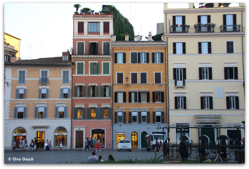 בניינים צבעוניים - הוותיקן - רומא עם ילדים, איטליה