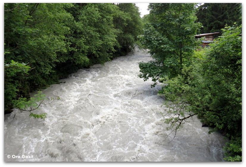 נהר זורם - טרק - סובב מון בלאן