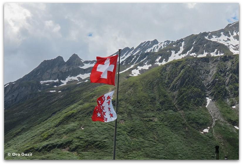 דגל שוויץ - טרק - סובב מון בלאן - יומן מסע