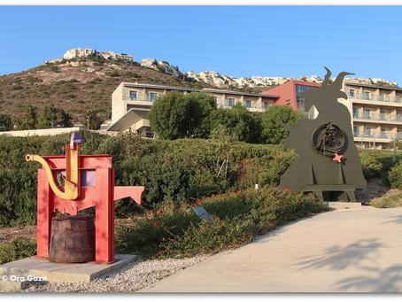 להכות בברזל - גן הפסלים של יגאל תומרקין חיפה