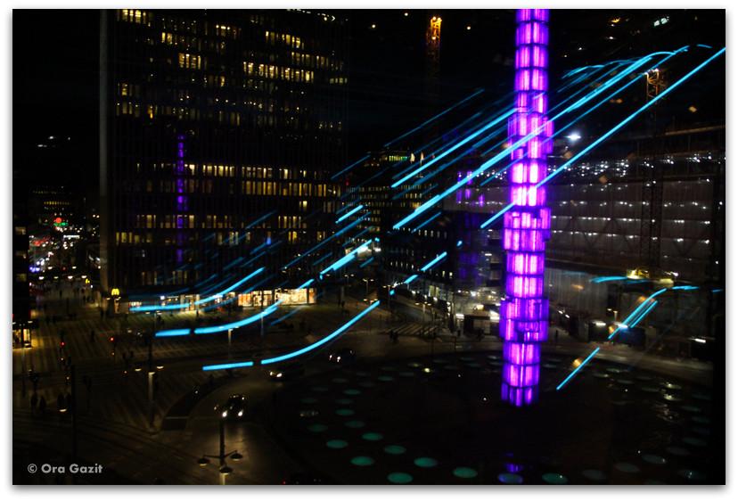 כיכר סרגלס מוארת בלילה - שטוקהולם