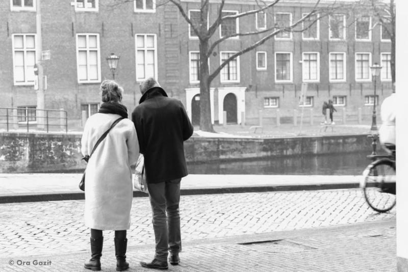 זוג ברחוב - אמסטרדם המלצות - אמסטרדם בחורף