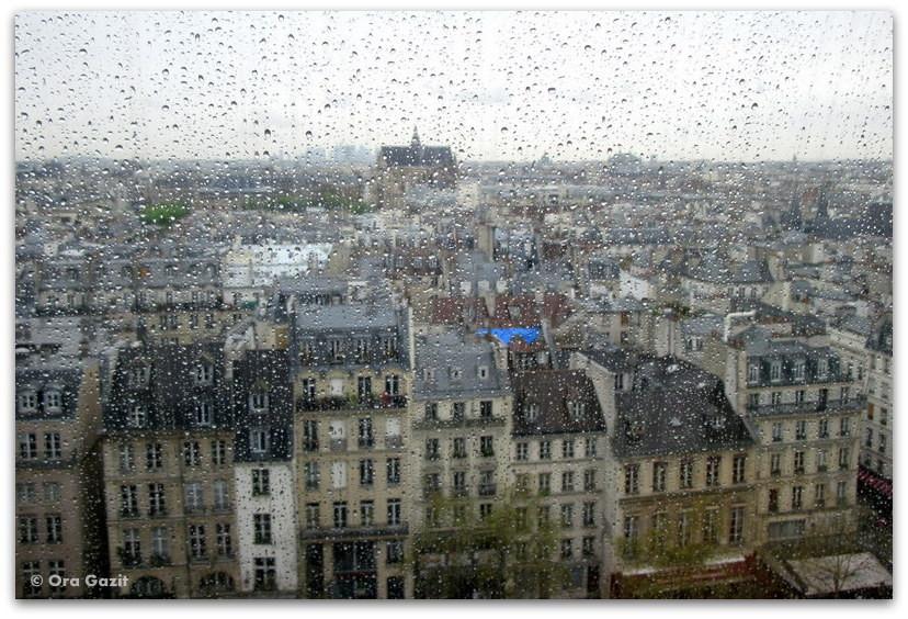 בתים בגשם. פריז, מרכז פומפידו