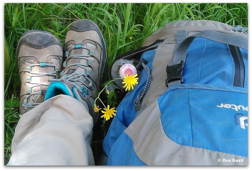 תרמיל טיולים ונעליים - מנוחה