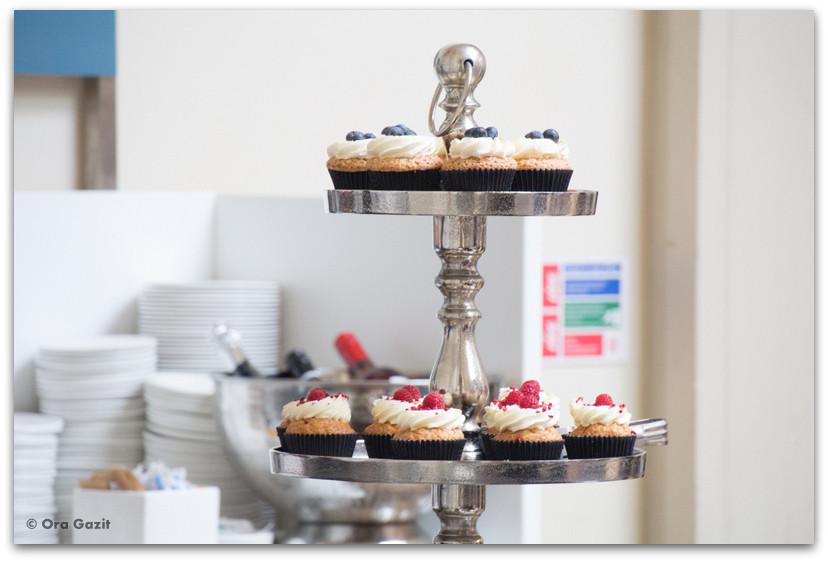 מגש עם עוגות - לונדון - יומן מסע