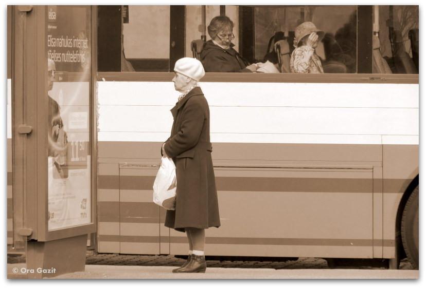 אשה בתחנת האוטובוס - סיפור אהבה - ספרים מומלצים