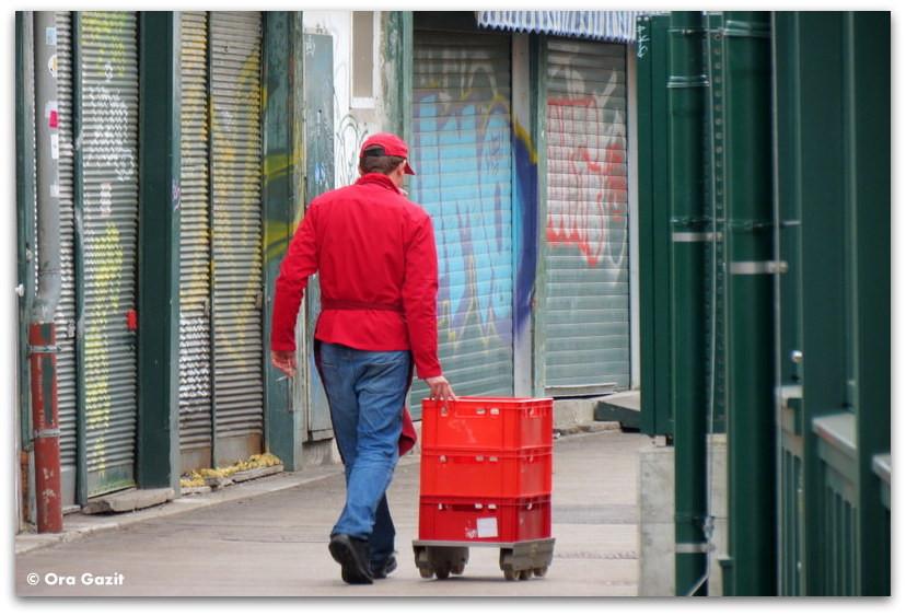 איש עם עגלה בשוק - וינה