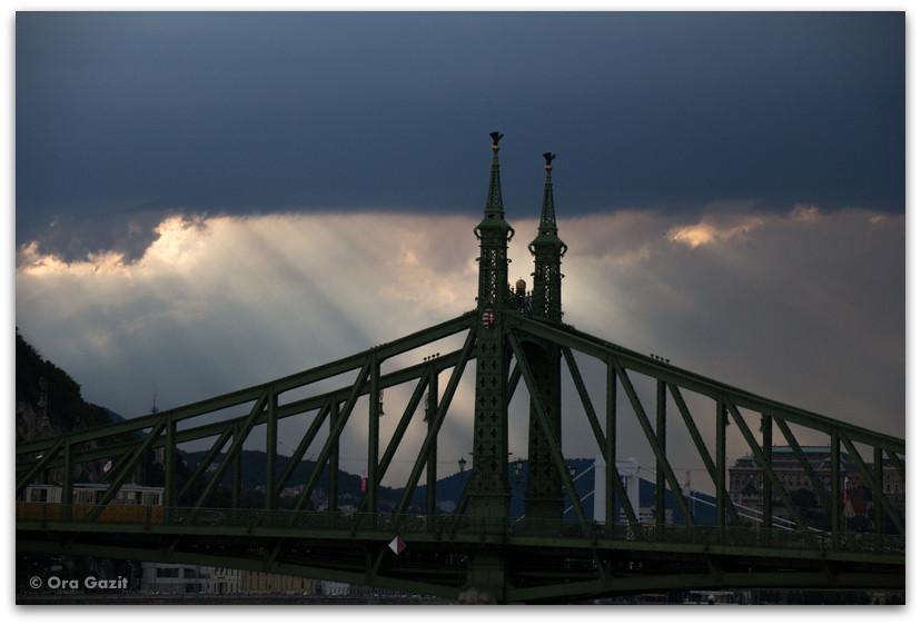 גשר בשקיעה - בודפשט - הונגריה