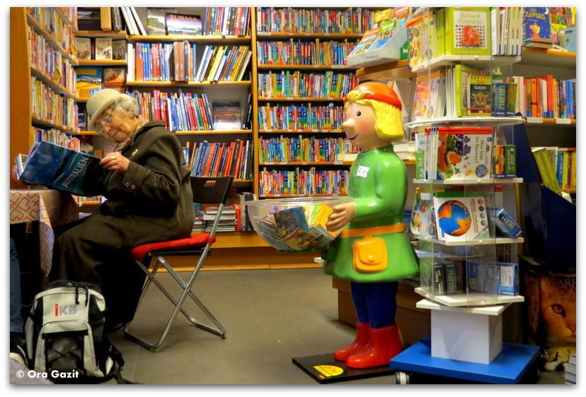 אשה בחנות ספרים - וינה