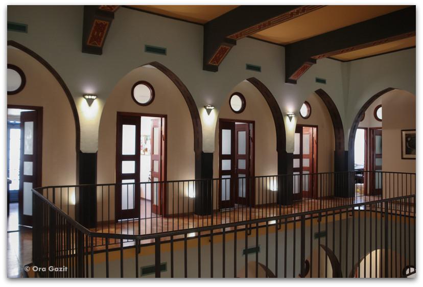 בנק אנגלו פלשתינה - סיורים בחיפה - בתים מבפנים - באוהאוס