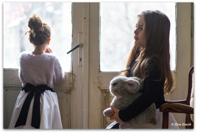 שתי ילדות - תמונות מספרות סיפור – טיפים לצילום – איך לצלם טוב