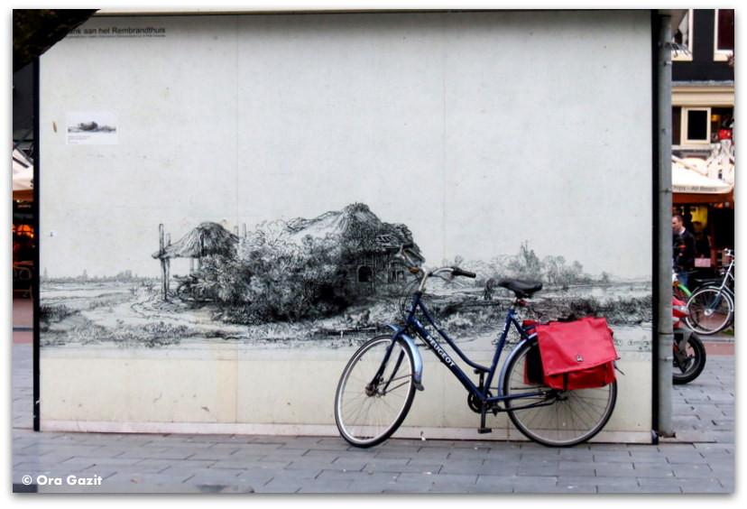 אופניים נשענים על קיר מצוייר, גרפיטי, אמסטרדם