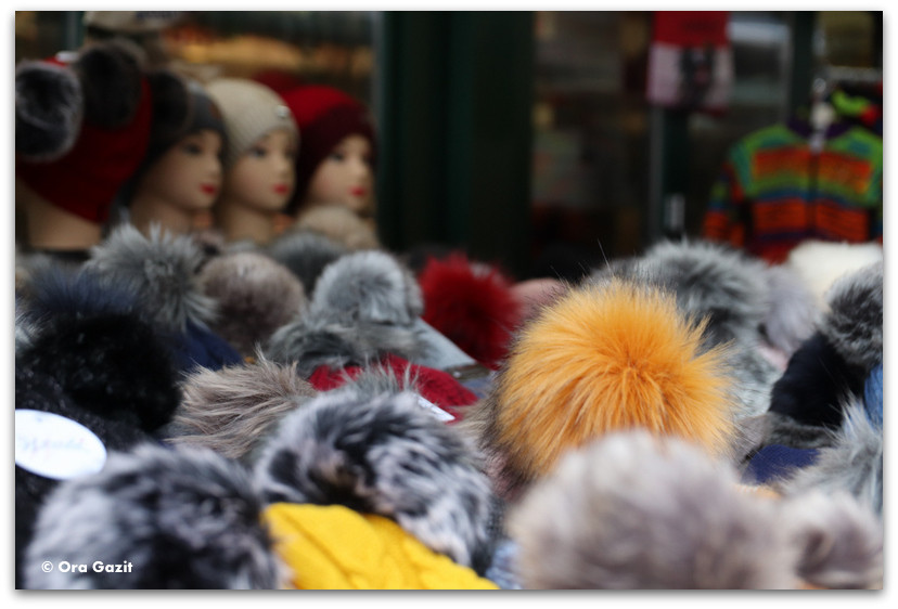 כובעי צמר - דוכן בשוק - טיול בוינה - מה לעשות בוינה - וינה בשלושה ימים