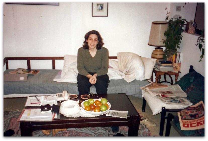 אני יושבת בסלון הדירה - 10 דברים שלא ידעתם עלי