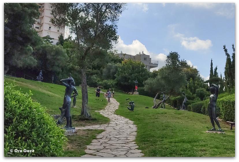 מראה כללי של גן הפסלים בחיפה - אורסולה מלבין - טיול בחיפה