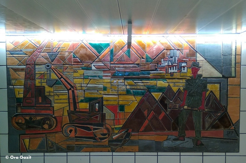 פועל מפריח את השממה - תבליט - אמנות קיר בחיפה - אטרקציות בחיפה