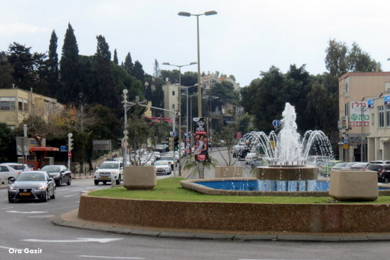 מזרקה בכיכר ספר - שביל חיפה - טרק - טיול בחיפה