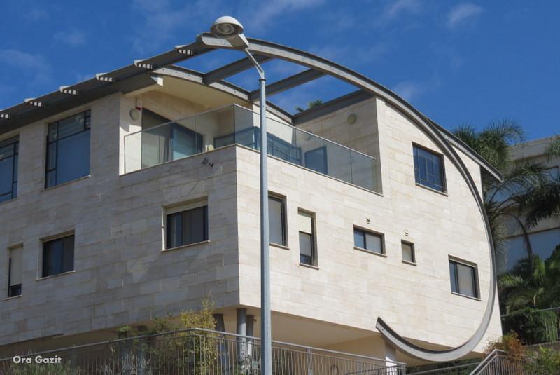 בית בעיצוב משונה - שביל חיפה - טרק - טיול בחיפה