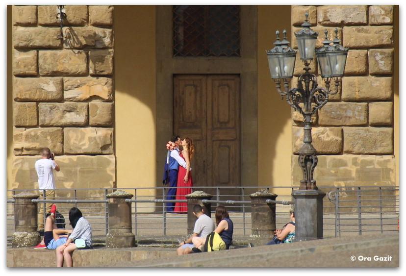 זוג מתנשק - פירנצה, איטליה