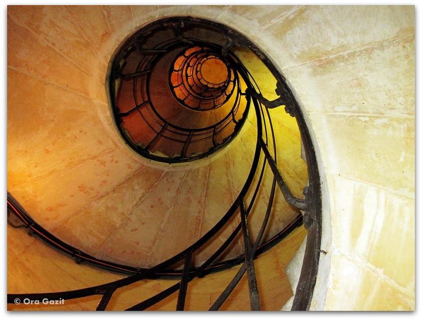 גרם מדרגות ספירלי - זכרונות - פריז