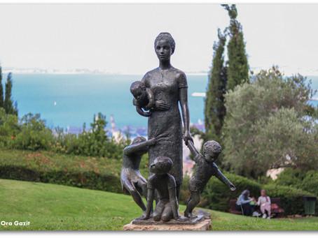 כחומר ביד היוצר – גן הפסלים של חיפה