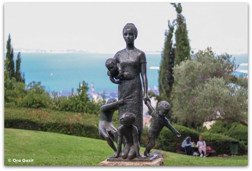 פסל אשרה וילדיה - גן הפסלים בחיפה - אורסולה מלבין - טיול בחיפה