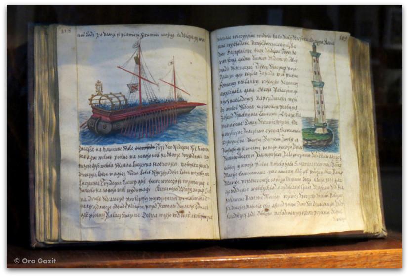ספר מסעות עתיק - ערימת ספרים - ספרי מסע - ספרים מומלצים