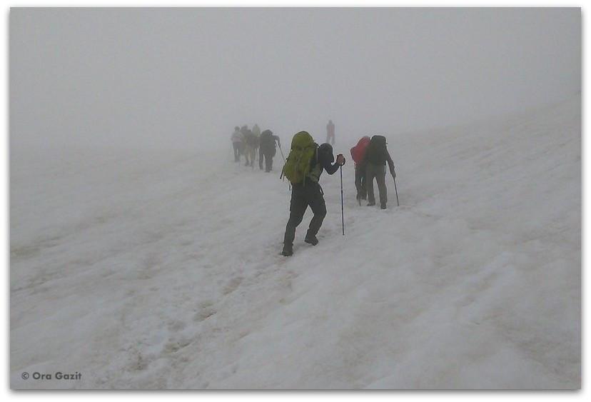 מטפסים בשלג ובערפל - טרק - סובב מון בלאן