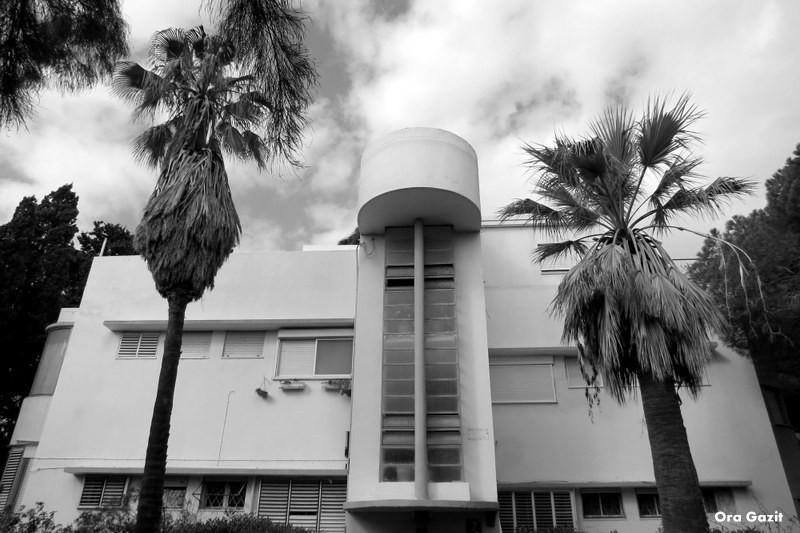 בנין בסגנון בין לאומי - שביל חיפה - טרק - טיול בחיפה