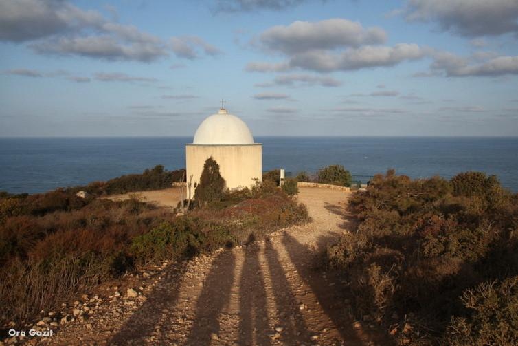 הקפלה מתחת לסטלה מאריס - שביל חיפה - טרק - טיול בחיפה