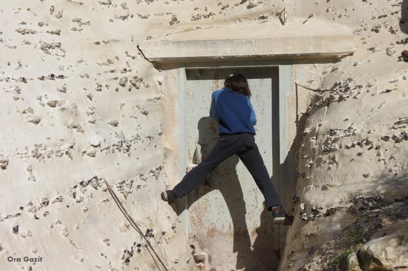 מציצים בדלת הסגורה - נחל שיח - שביל חיפה - טרק - טיול בחיפה