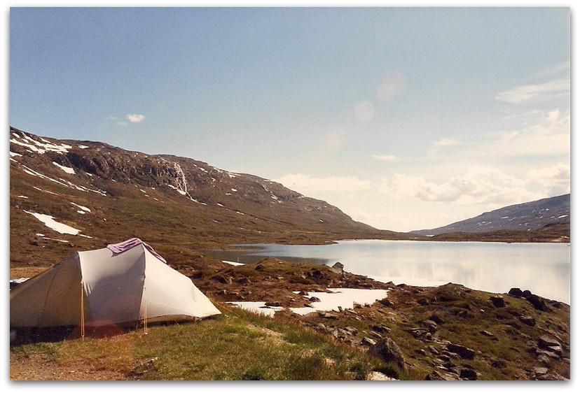 אוהל ליד אגם - טרק - שבדיה
