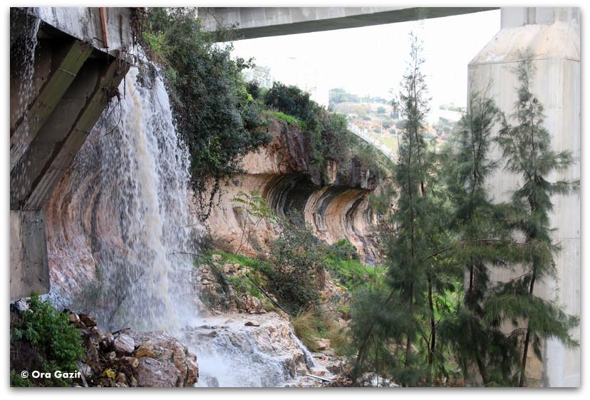 מפלים בחיפה - נחל הגיבורים מסלול - ואדי רושמיה - טיול בחיפה