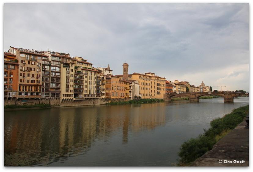 תצפית מהגשר - פירנצה, איטליה