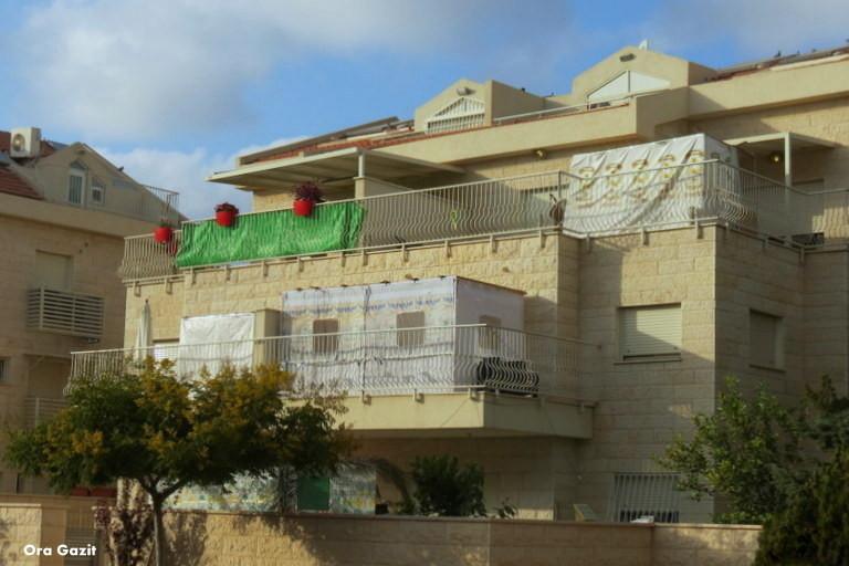 מרפסות עם סוכות - שביל חיפה - טרק - טיול בחיפה