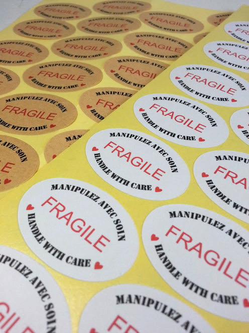 Étiquettes auto-collantes «FRAGILE»