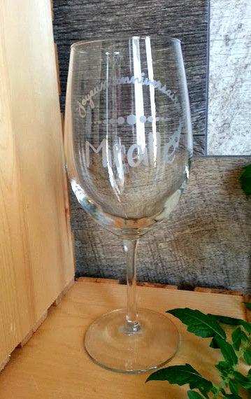 Une coupe à vin pour anniversaire