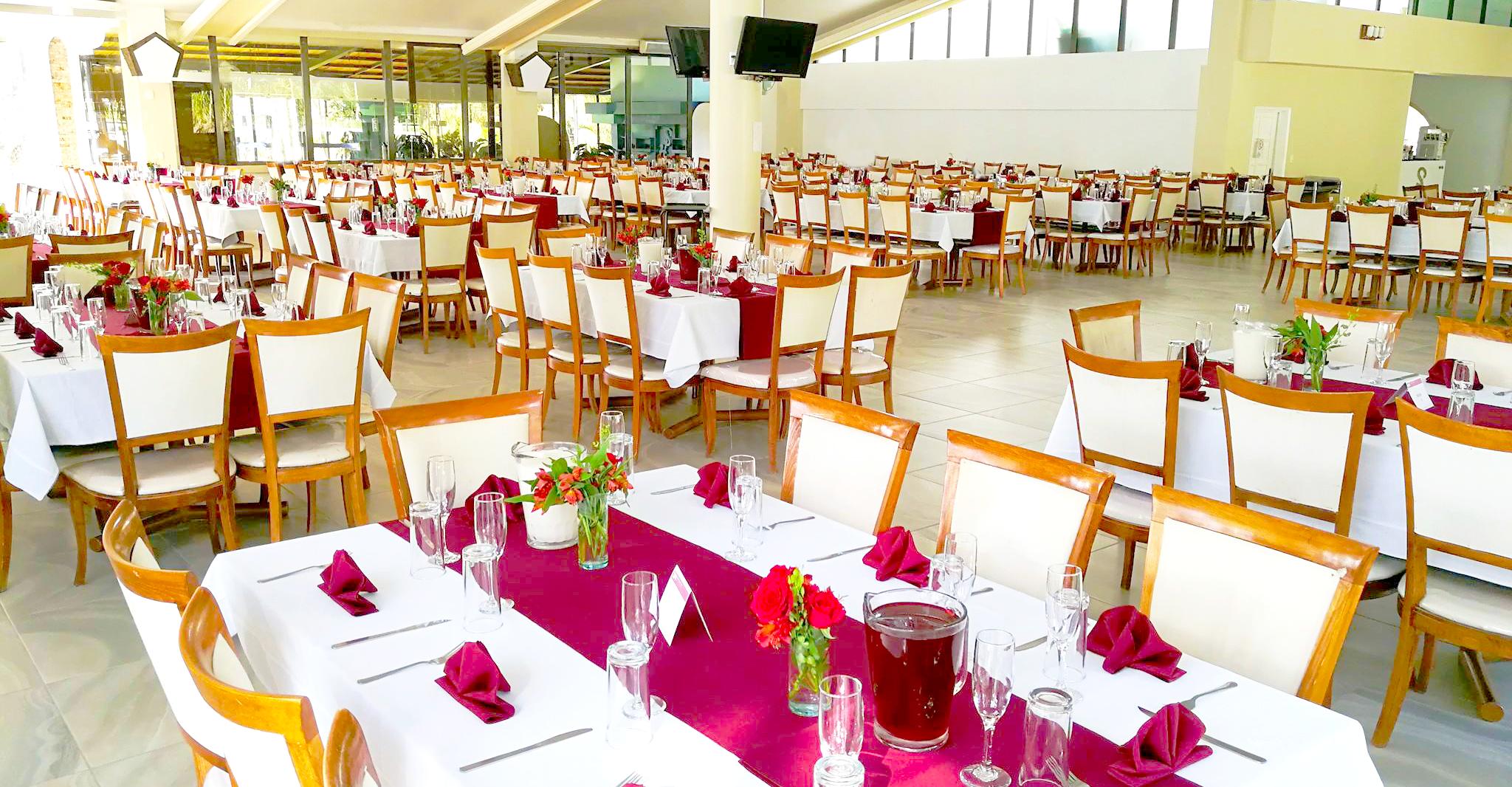 Salón, dentro de las instalaciones del Restaurante & Salón San Pedro Huaquilpan. Ubicándonos en el municipio de Zapotlán de Juárez Hgo. México.
