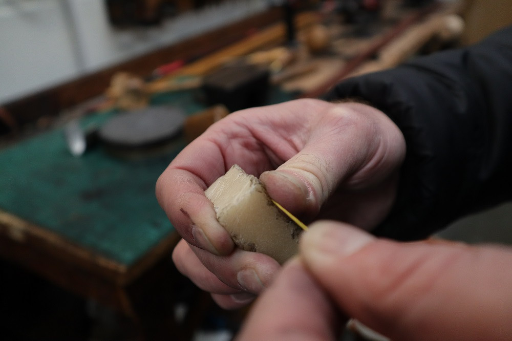 We apply beeswax to the thread...